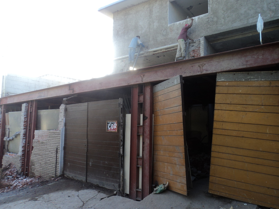 Garage cubierto a base de estructura de acero