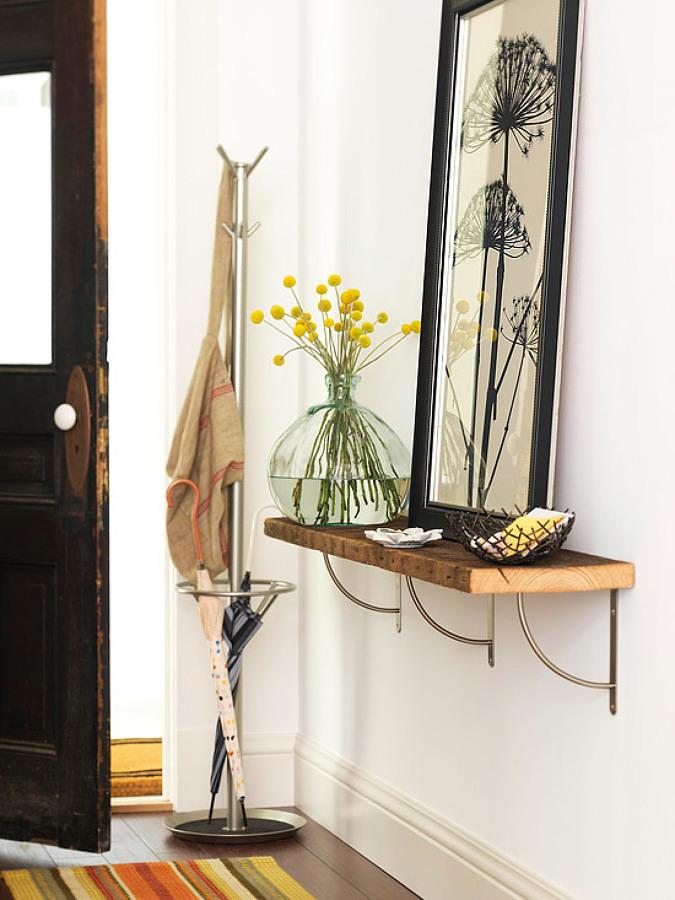 Recibidor pequeño con repisa, perchero y tapete