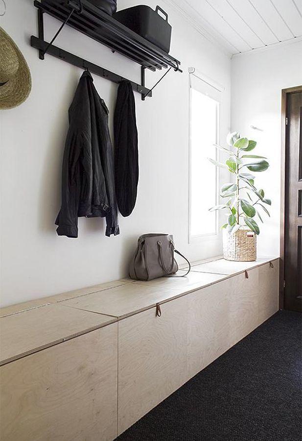 Recibidor con mueble y colgadores