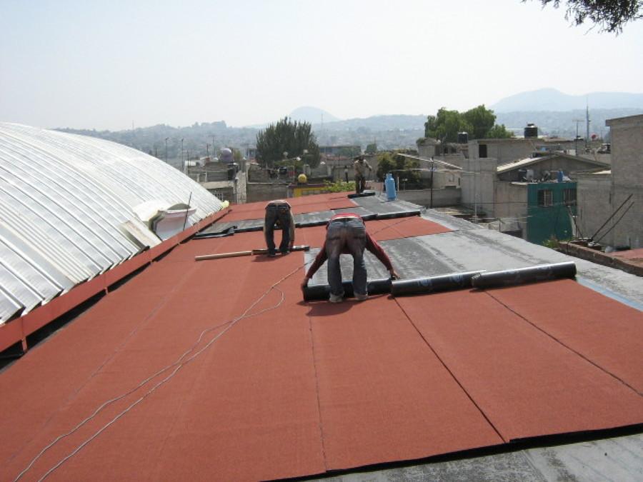 Impermeabilización con manto prefabricado en una escuela secundaria