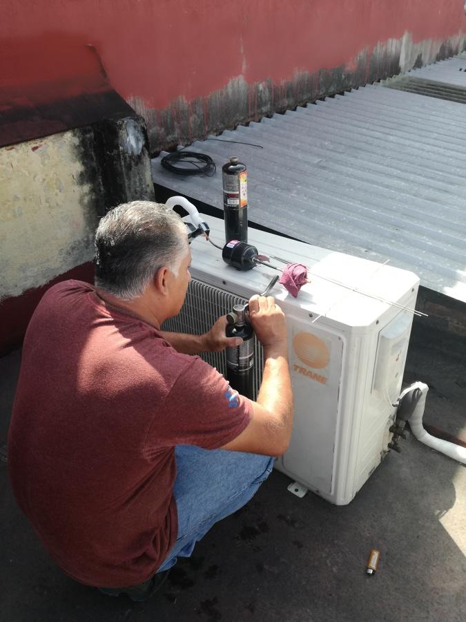 Instalacion de equipos condensadores
