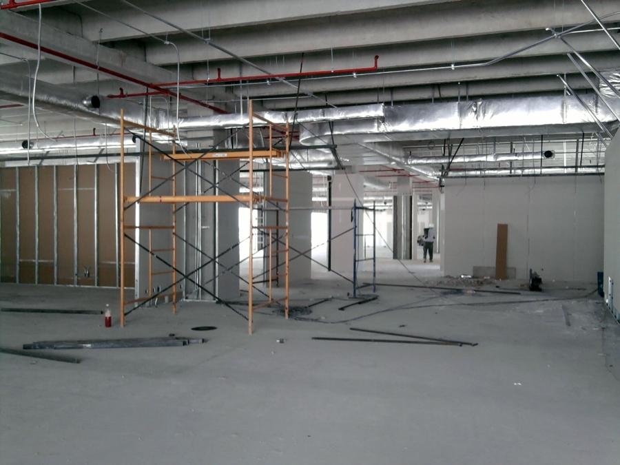 Instalación y fabricación de muros de tablaroca.