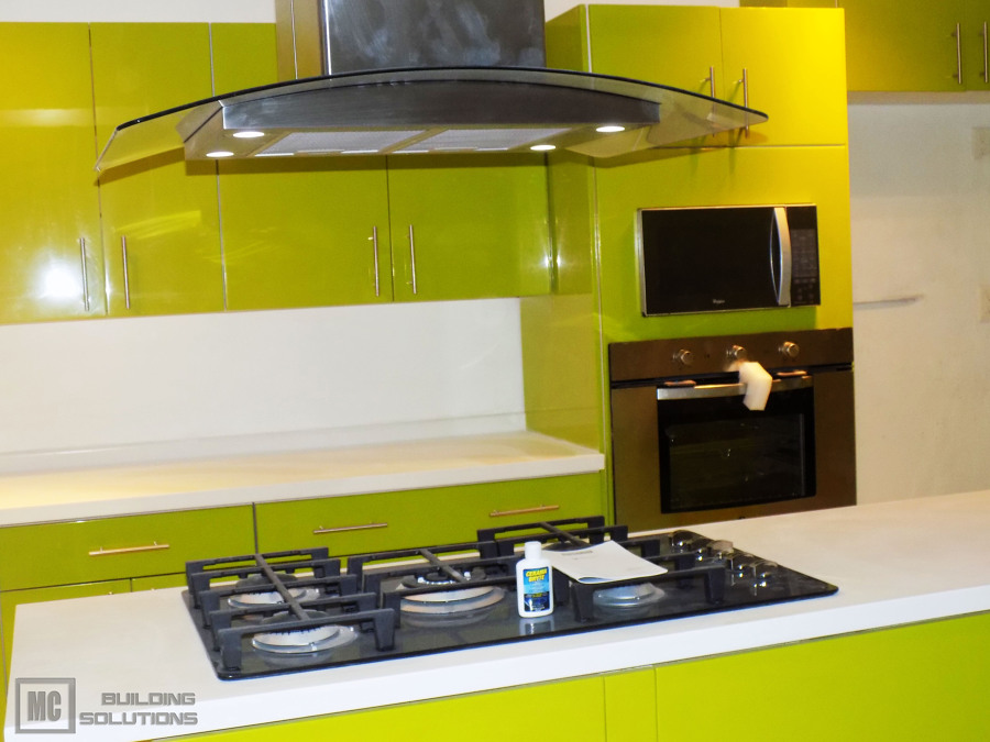Cubiertas de cocina superficie solida cocina estilo for Superficie cocina