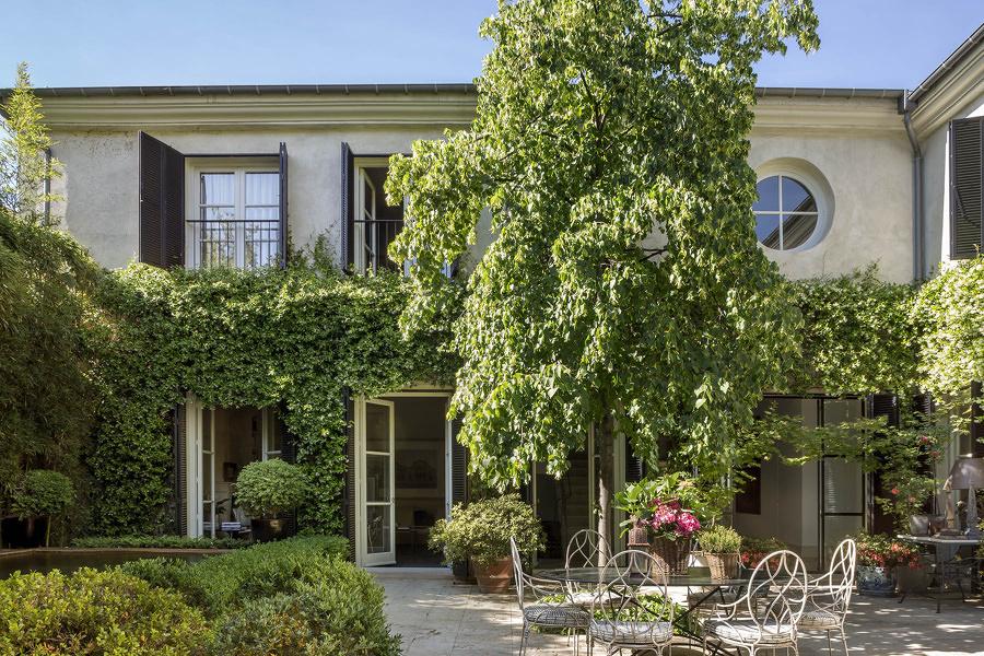 Casa con jardín exterior amplio