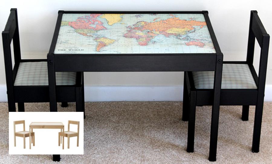 Mesa y sillas con mapa del mundo para niños