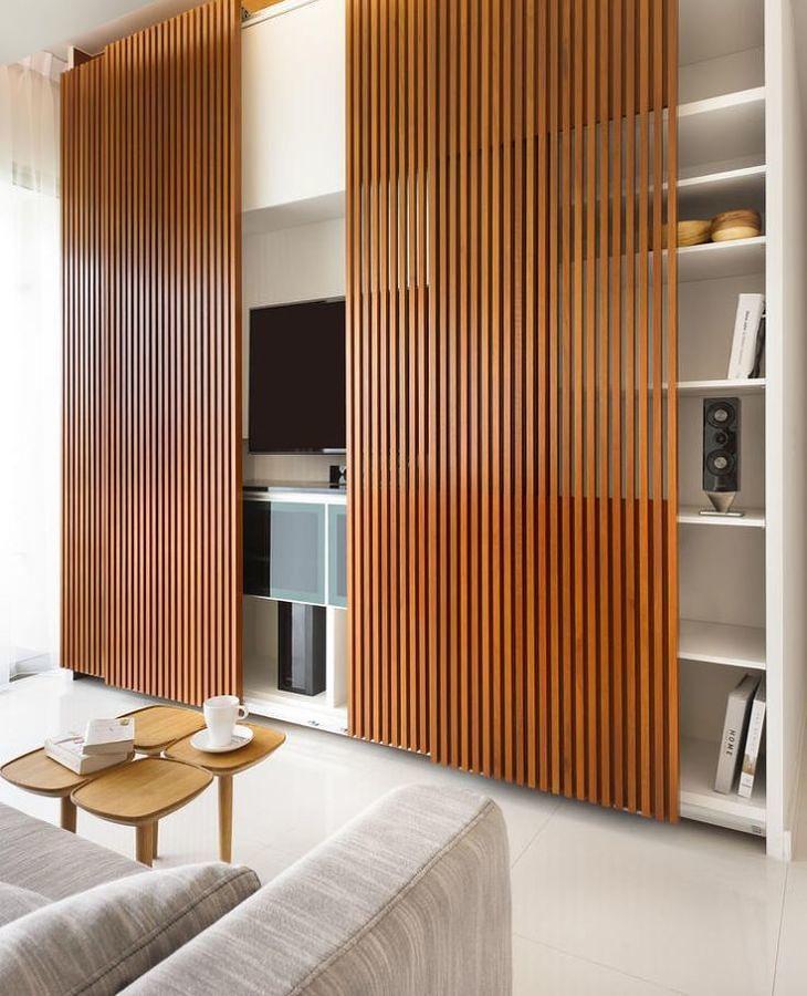 Tablones de madera para ocultar la televisión