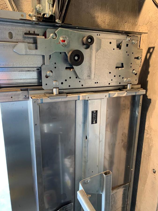 Mecanismo de puertas de piso