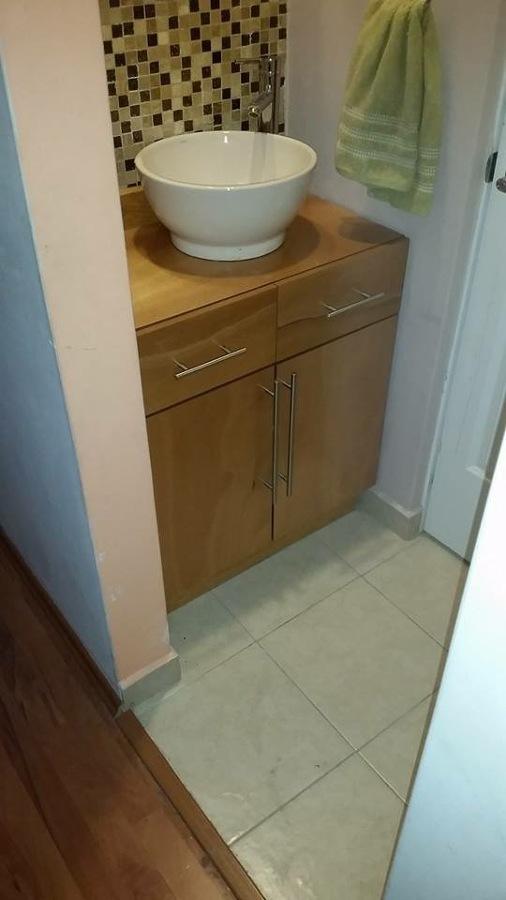 Foto mueble ba o con lavabo de closets y vestidores for Mueble bano con lavabo