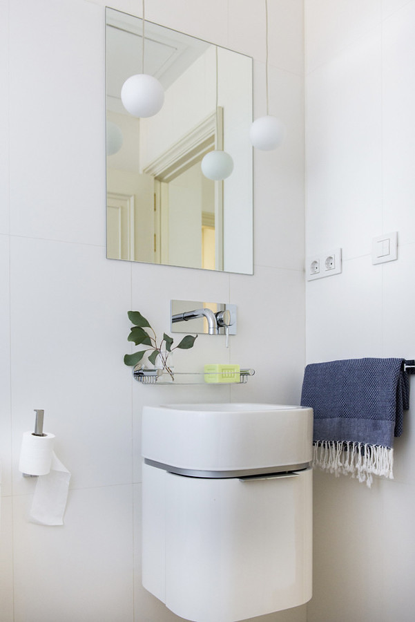 Mueble de baño suspendido bajo el lavabo