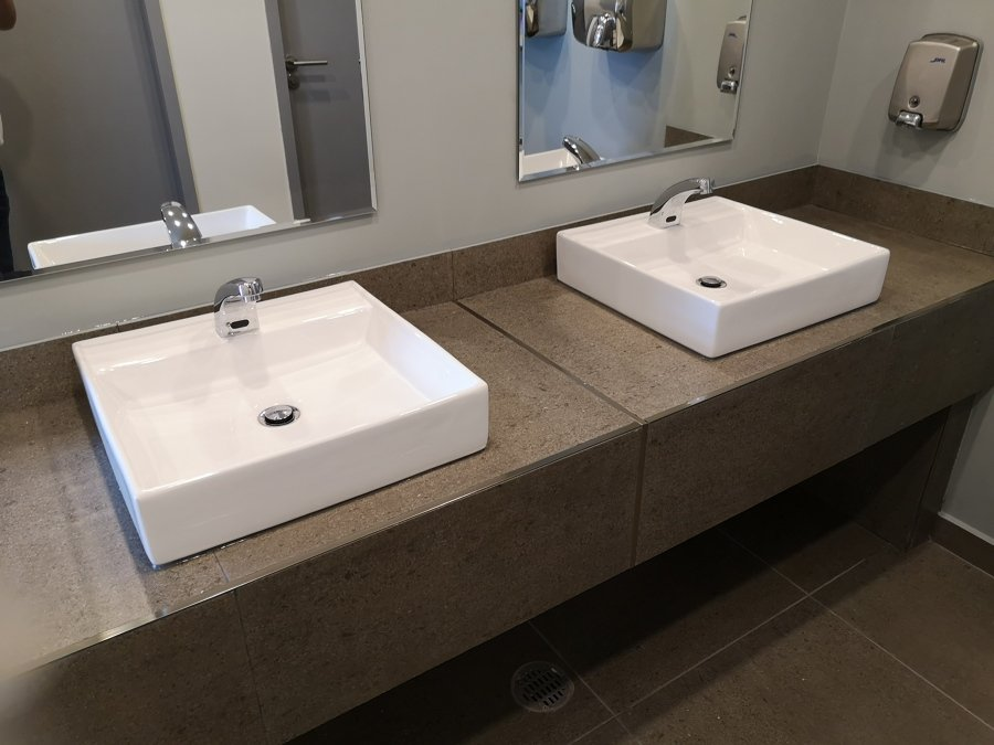 mueble de baño institucional