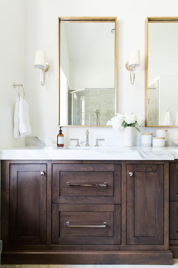 Mueble de madera para poner toallas en baño