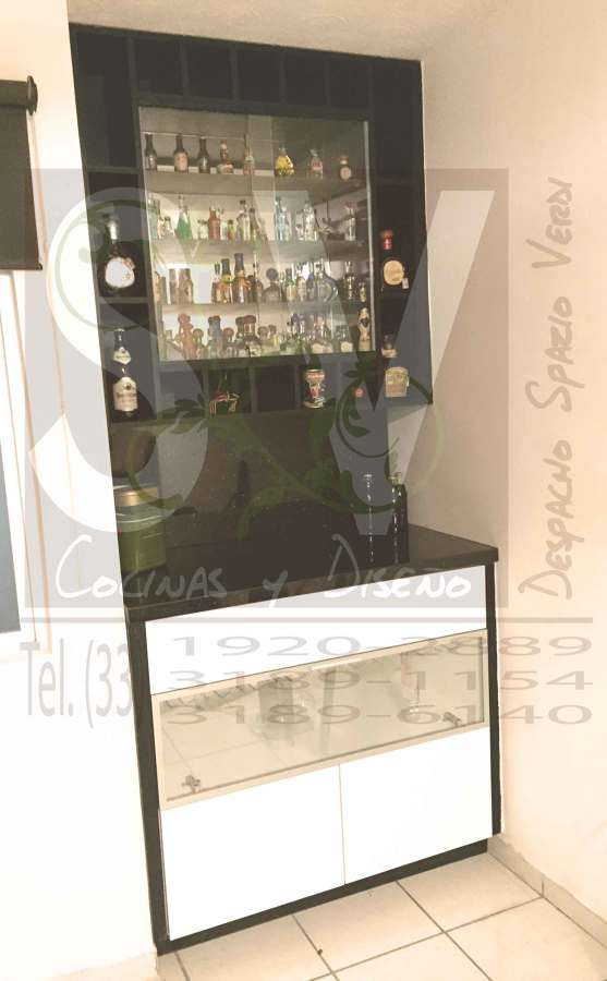 Foto mueble para bar sobre dise o de spazio verdi 179484 for Muebles sobre diseno