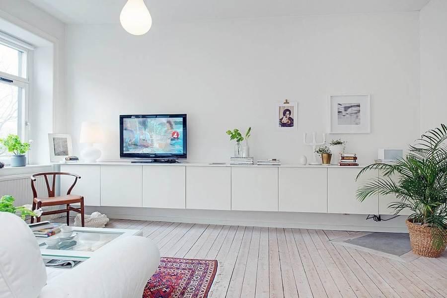 Sala con muebles suspendidos blancos