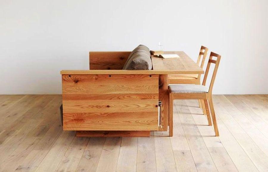 Sofá-mesa con dos sillas