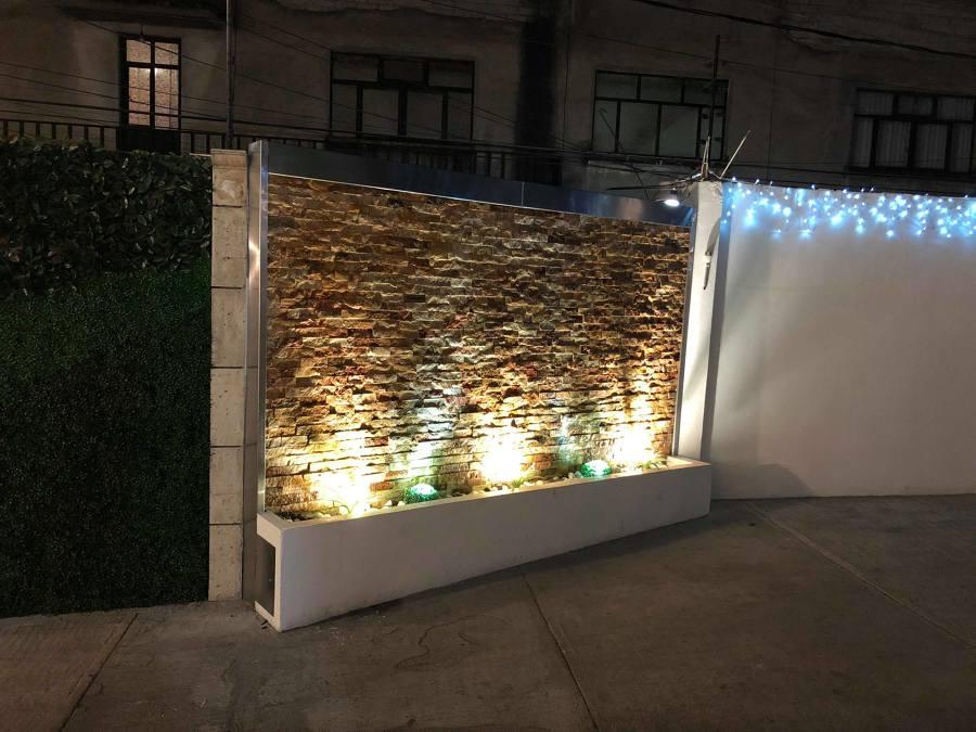 Muro con iluminación