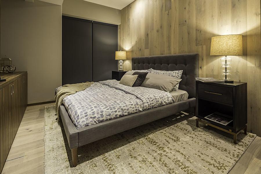 Muro con lambrín de madera