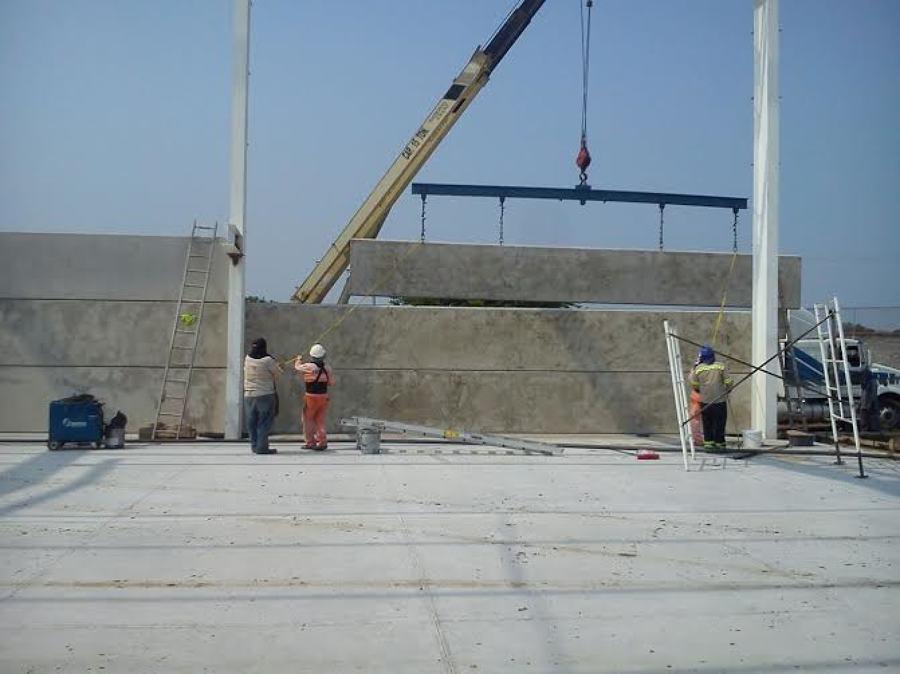 Muros prefabricados para naves industriales ideas for Calefactores para naves industriales