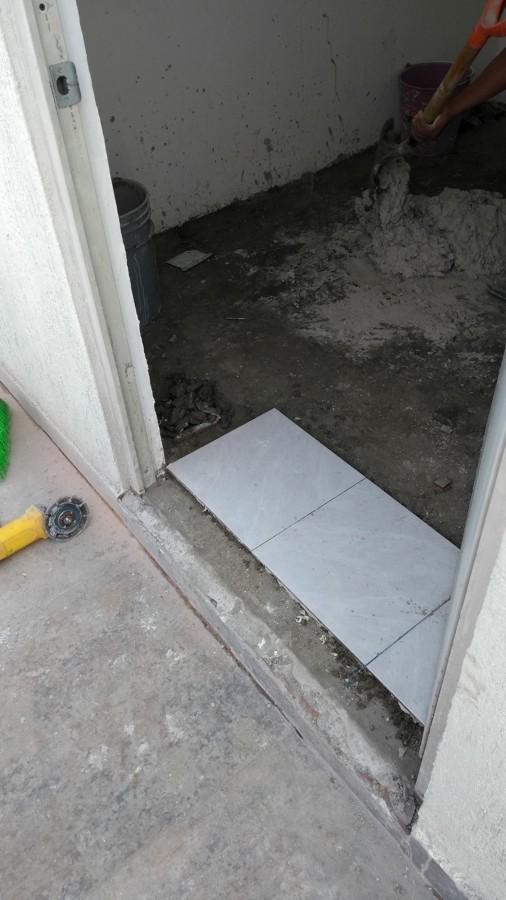 Nivelacion subiendo 10 cm y colocacion de piso nuevo en bodega y baño