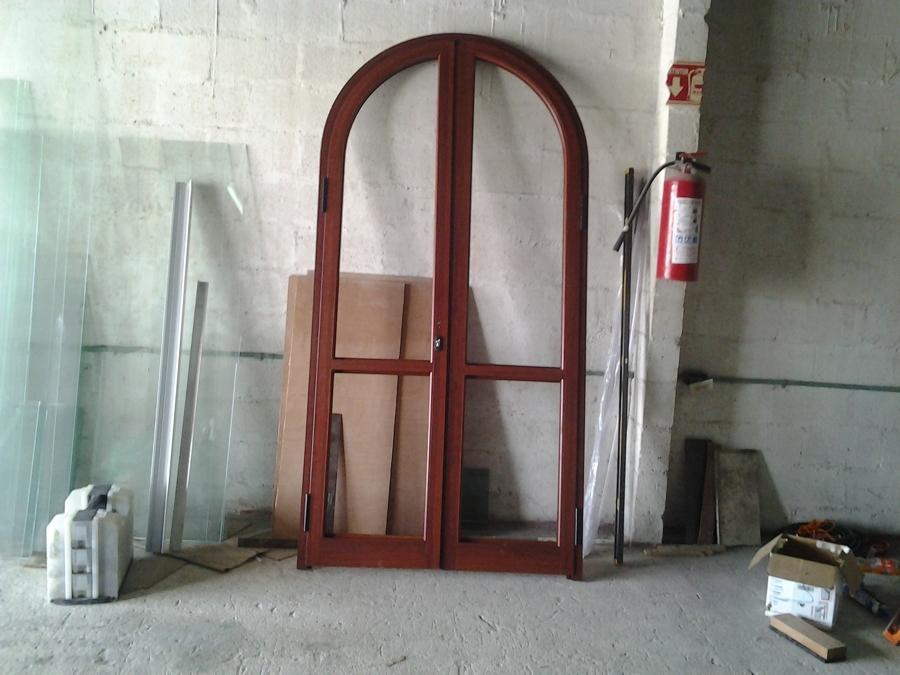 Nueva puerta de aluminio con cámara de 21 mm