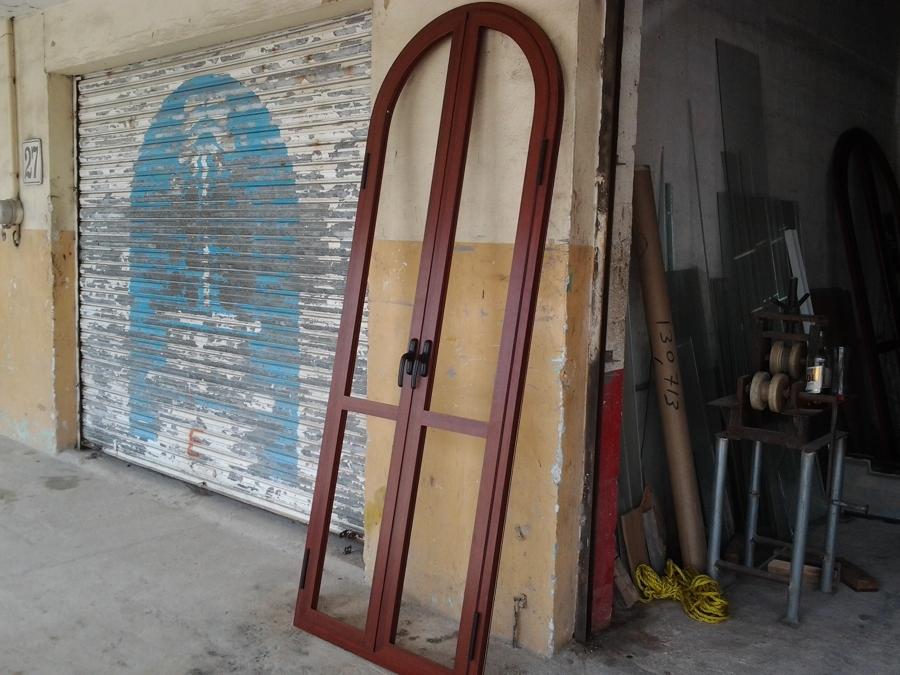 Foto nueva puerta para balc n 1 de aluminios de quintana for Puerta balcon