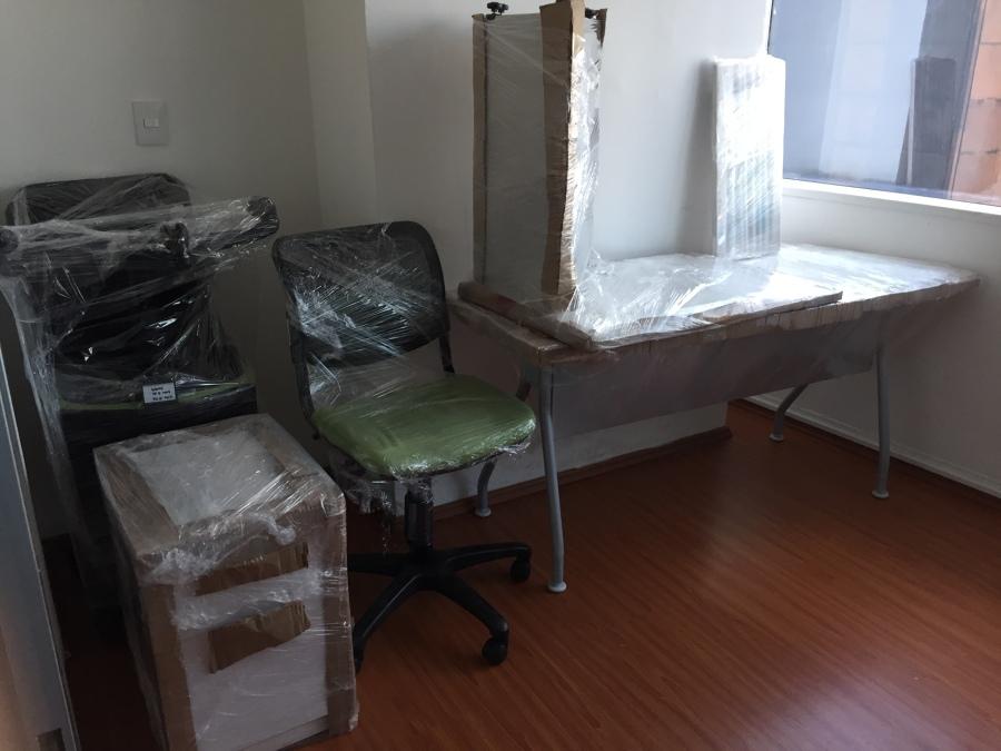 Oficinas empacadas y mobiliario protegido