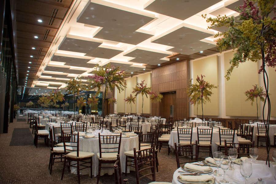 Sal n y terraza 39 39 la silla 39 39 cintermex ideas arquitectos - Plafones para salon ...