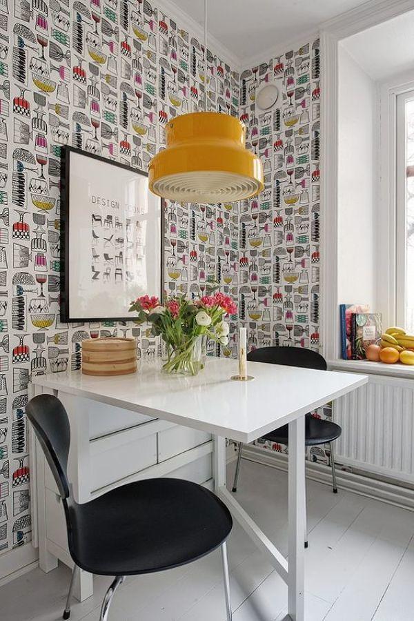 Foto cocina con papel tapiz en las paredes 248060 for Papel vinilico para cocinas