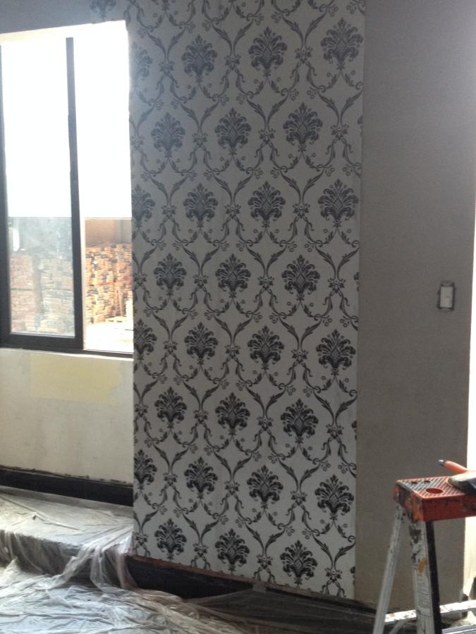 Construcci n de habitaci n cuarto de wc ducha tina de for Papel mural tipo piedra