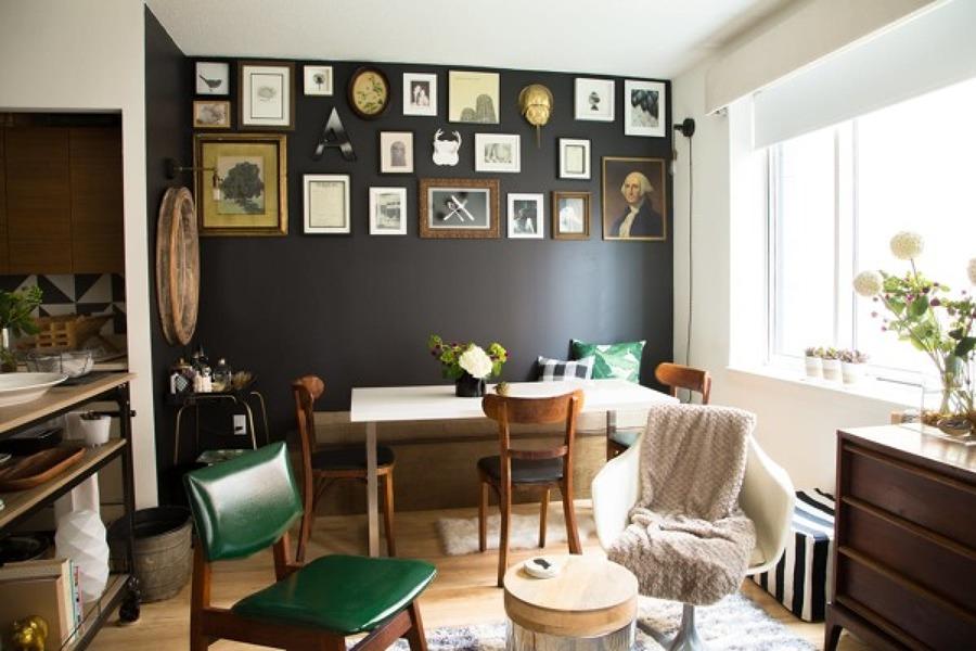 pared con composición de cuadros