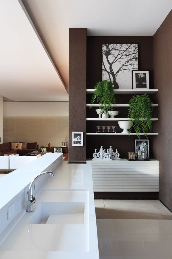 Cocina con pared chocolate