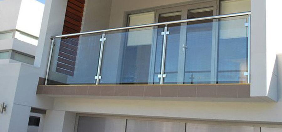 Pasamanos de acero inoxidable con conectores a vidrio templado