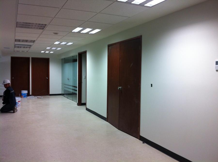 Foto pasillo y entrada a oficinas de mera dise o y - Entradas y pasillos ...