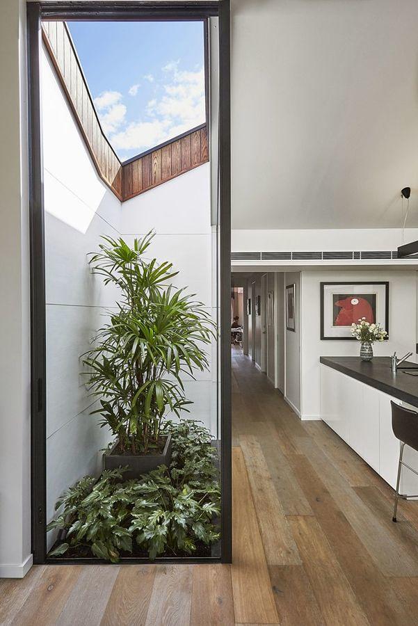 Casa con piso de bambú