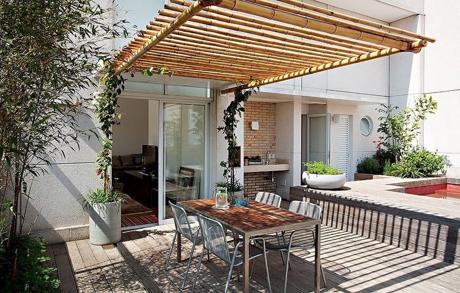 Pérgola de bambú en la terraza