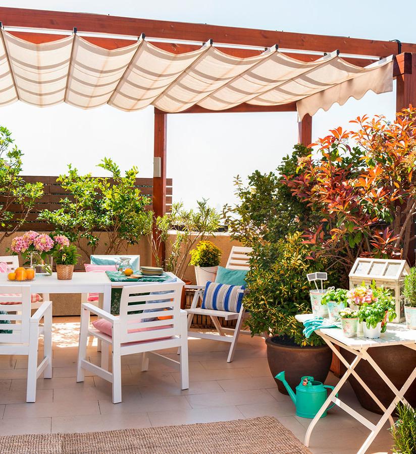Foto comedor en la terraza con plantas y p rgola con toldo m vil 279866 habitissimo - Pergolas con toldo ...