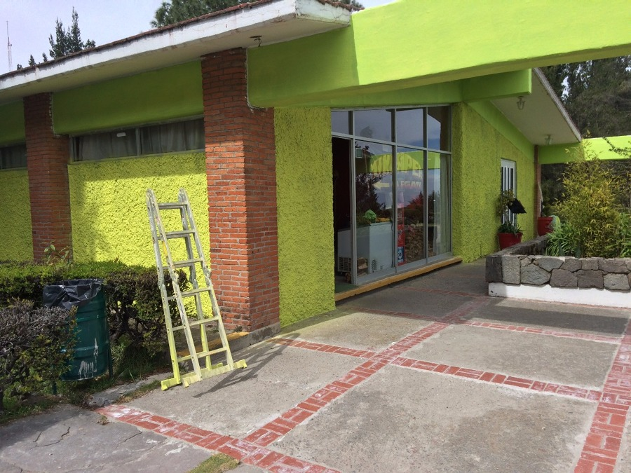 pintura en fachada de restaurante