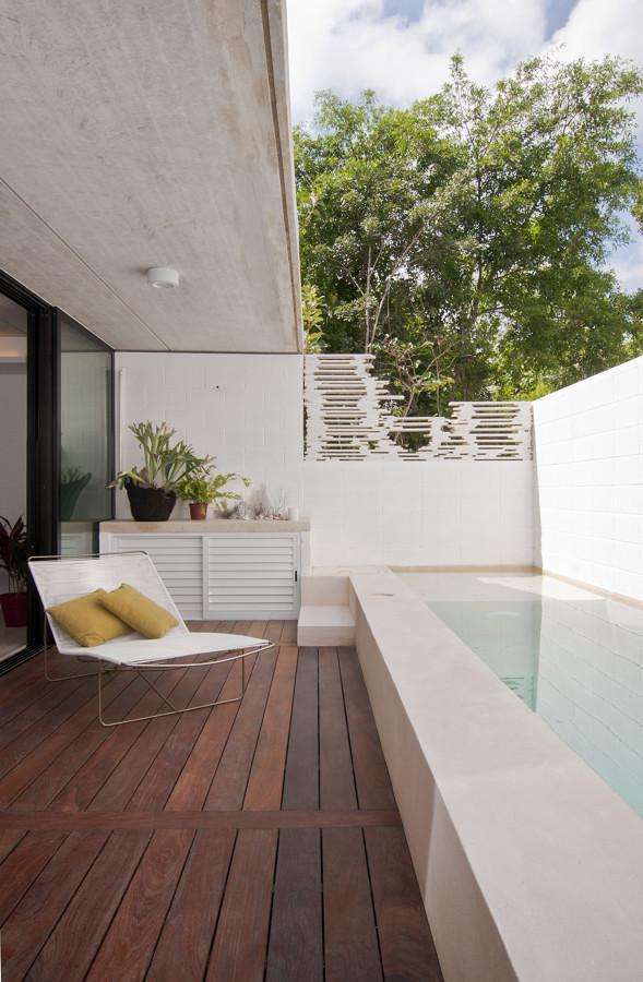 Foto terraza con piso de madera y alberca peque a 258975 habitissimo - Piscina en terraza peso maximo ...