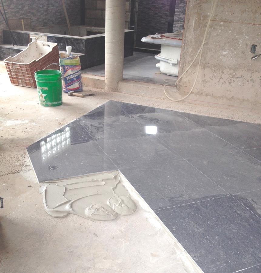 Construcci n de habitaci n cuarto de wc ducha tina de for Materiales para hacer un piso