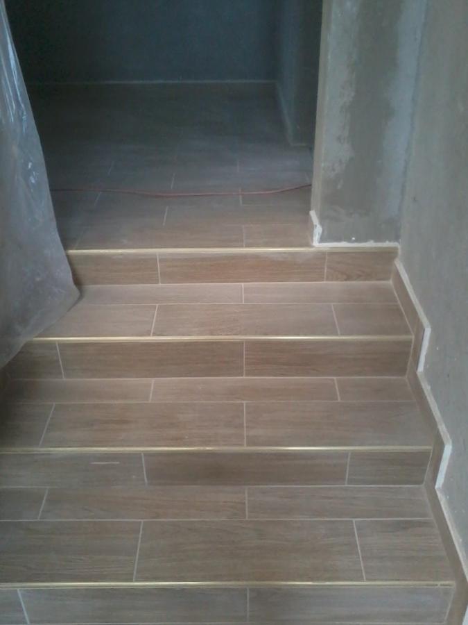 Desplante de casa ideas alba iles for Tipos de pisos para escaleras