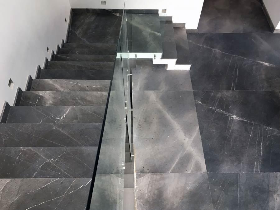 Piso y escaleras de marmol santo tomas