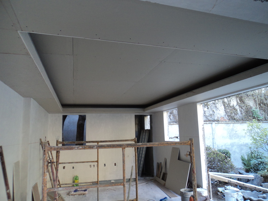 Foto plafon con luz indirecta en area de juegos de for Plafones de luz de pared
