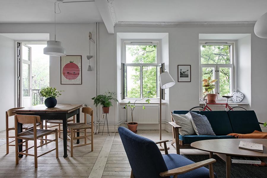 Sala decorada con plantas artísticas