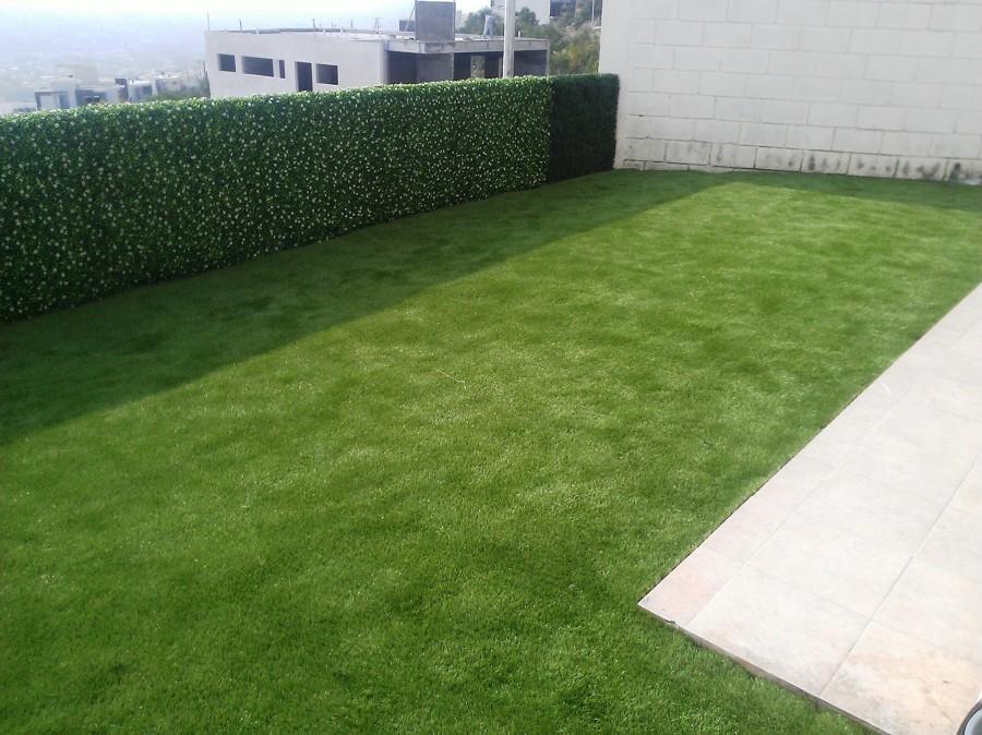 Pasto y follaje artificial ideas jardineros for Alfombra verde para jardin