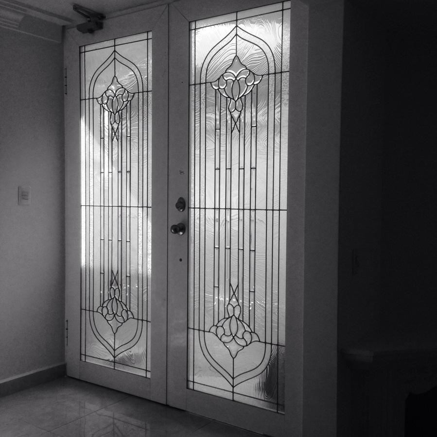Puertas con vitral ideas canceler a aluminio for Pintura de tiza para puertas