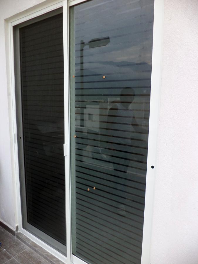 Remodelacion bar rioja ideas canceler a aluminio for Puerta corrediza aluminio