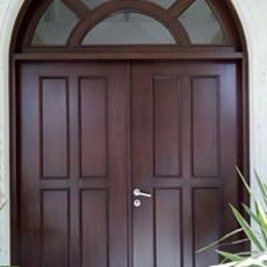 puerta de banak en color nogal clasico