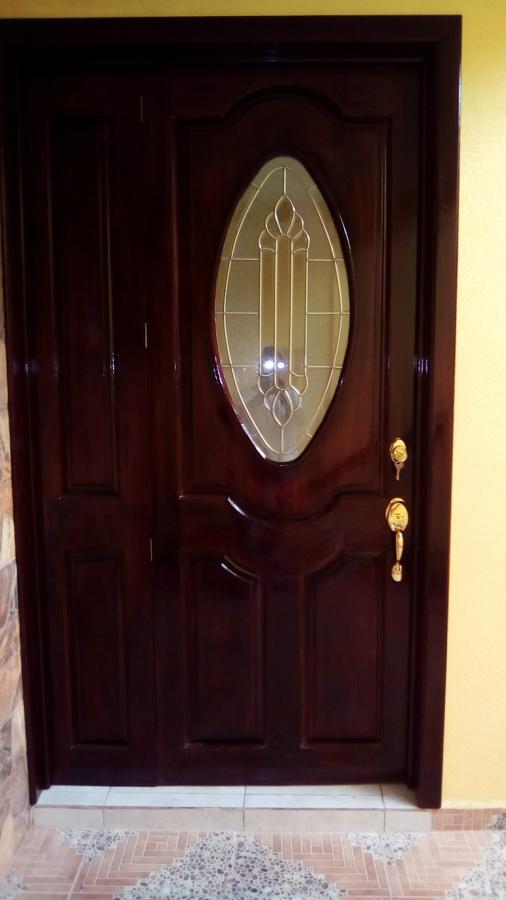 Puerta de tablero con vitral ideas carpinteros - Puertas entrada principal ...