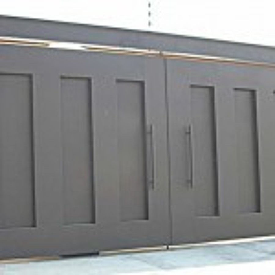 Foto puerta de garage de herreria muebles y dise o for Puertas de madera para garage