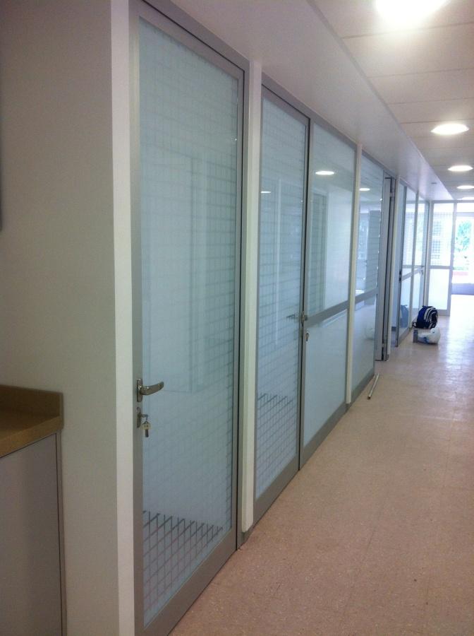 Puerta línea española oficinas unam