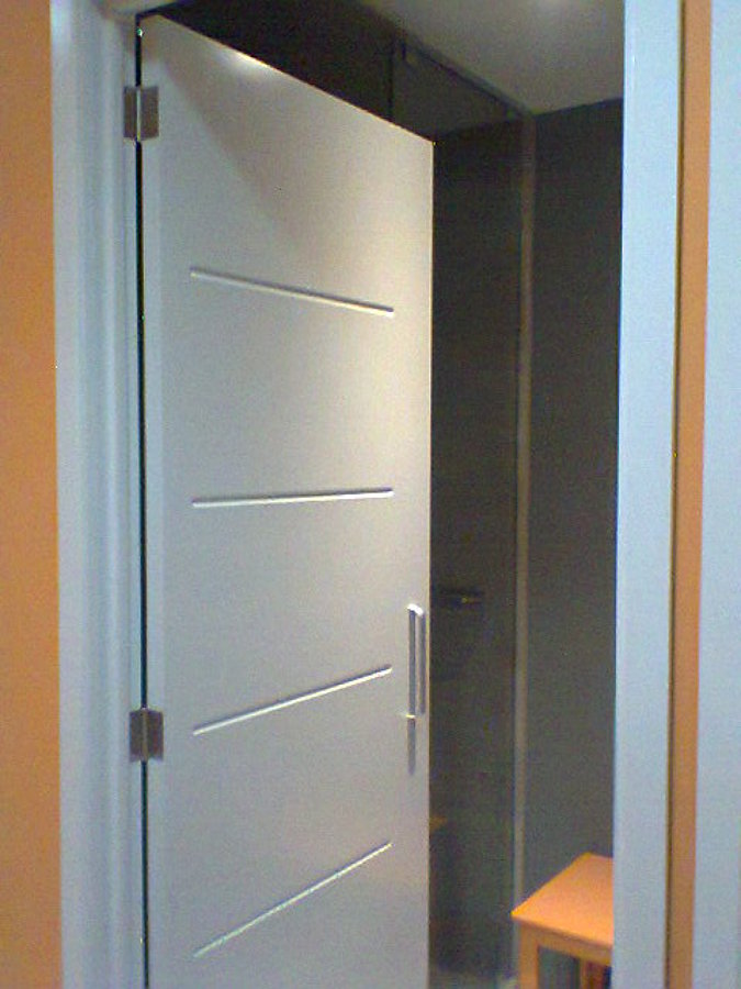 Puerta estilo minimalista ideas carpinteros for Puertas para casas minimalistas